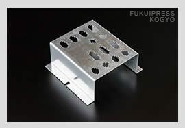 精密板金加工では、量産から小ロット、1個だけのご注文にも迅速に対応し、高品質な製品をお届けします。