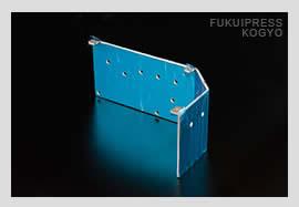福井プレス工業には、高精度の加工を実現する精密板金加工を得意とする熟練された技術者がいます。