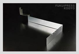 精密板金加工には高い技術力が要求されます。