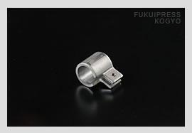 ネジ切り加工を別会社に発注しなくても福井プレス工業において一貫生産